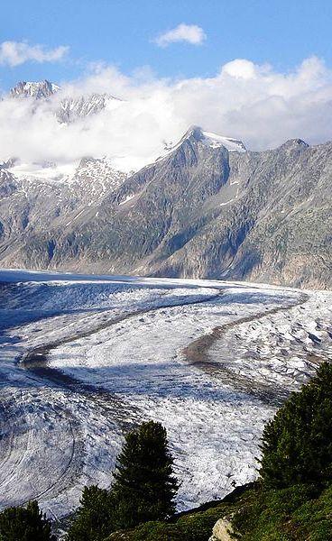 Glacier d'Aletsch, est le plus grand glacier des Alpes, situé dans le sud de la Suisse dans le canton du Valais