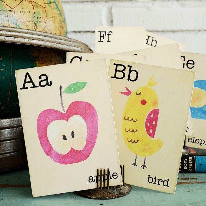 Free Printable Vintage Flash Cards | A-Z flashcards in a free download. | Perfect for classroom decor, back-to-school banners, and more! | Instant downloads.