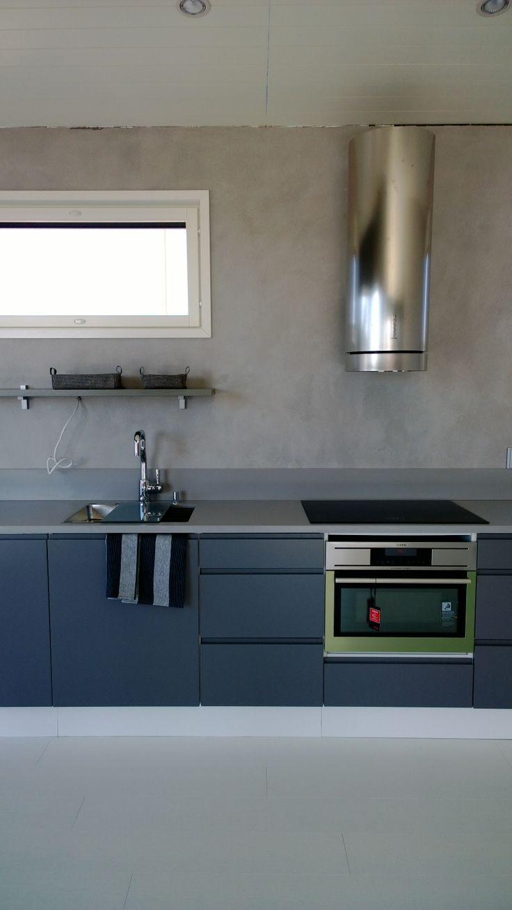 Virtaviivainen keittiö, kohteessa Aurinkokaari 1 / Kalajoen Loma-asuntomessut 2014