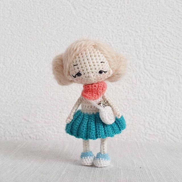 Лёля. 7 см ростом, самостоятельная, вся одежда снимается. Прическа статичная. Расплести возможно, но я бы не рекомендовала #кукла #куколка #амигуруми #миниатюра #авторскаякукла #doll #amigurumi #artdoll #tinydoll #chibi #chibidoll #miniature #crochet #crocheting #crochetdoll #weamiguru #mysolutionforlife #livemaster #ami_dolls