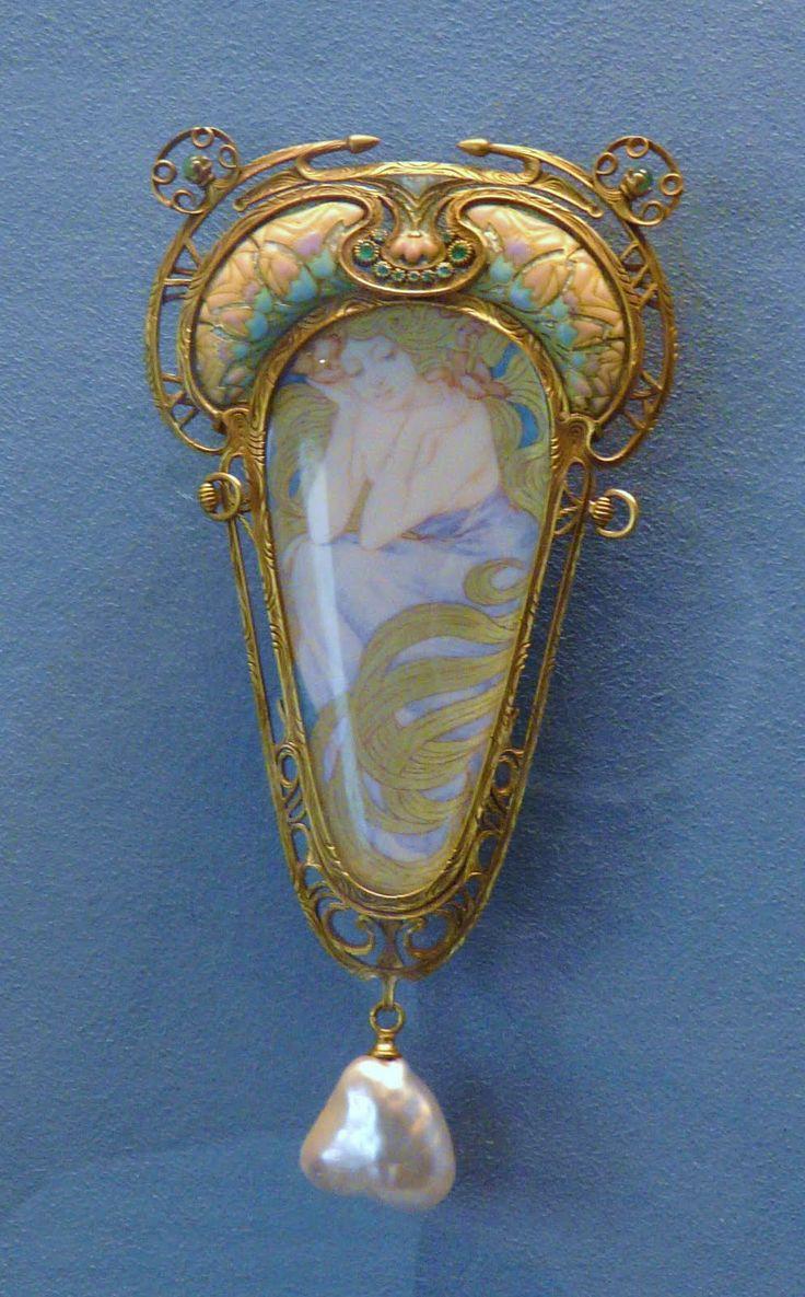 René Lalique •~• brooch