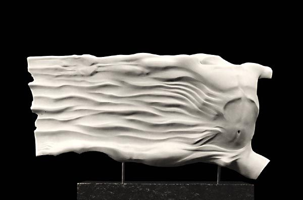 Dancer in flight 1987, marmo statuario, Caroline Van Der Merwe http://musapietrasanta.it/content.php?menu=artisti