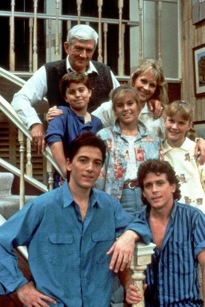 Charles in Charge cast, season 2: Scott Baio, Willie Aames, Josie Davis, Nicole Eggert, Alexander Polinsky, Sanrda Kerns and James Callahan