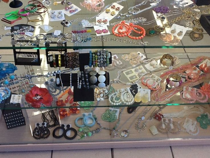 Esposizione bigiotteria 03 (Jewelery exhibition)