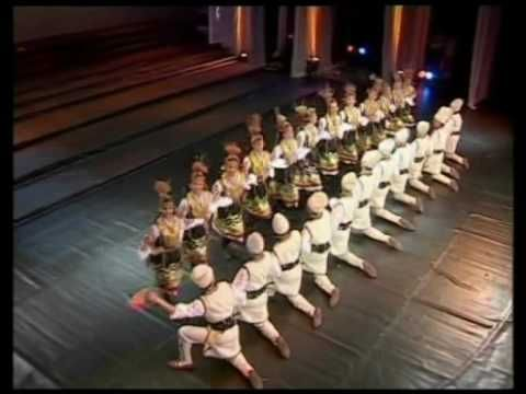 """Ensemble BULGARE - Tova e Bulgaria """"""""Я понимаю что они говорят, хотя я Русский. Красивый танец Болгары - совет вам от Русского парня, не когда не забывайте вашей истории, традиции и всегда уважайте стариков и будет счастье на вашей земле. Привет из братской России.""""....SLAVS,Highlanders <3"""