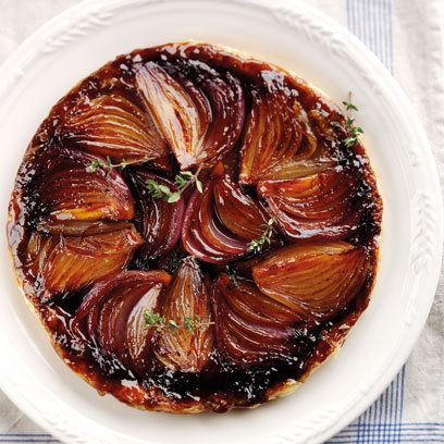 Onion Tart Tatin This dish looks impressive but is deceptively easy to make. Served with a sprinkling of goat's cheese and rocket (arugula) for a starter or a light meal to impress.