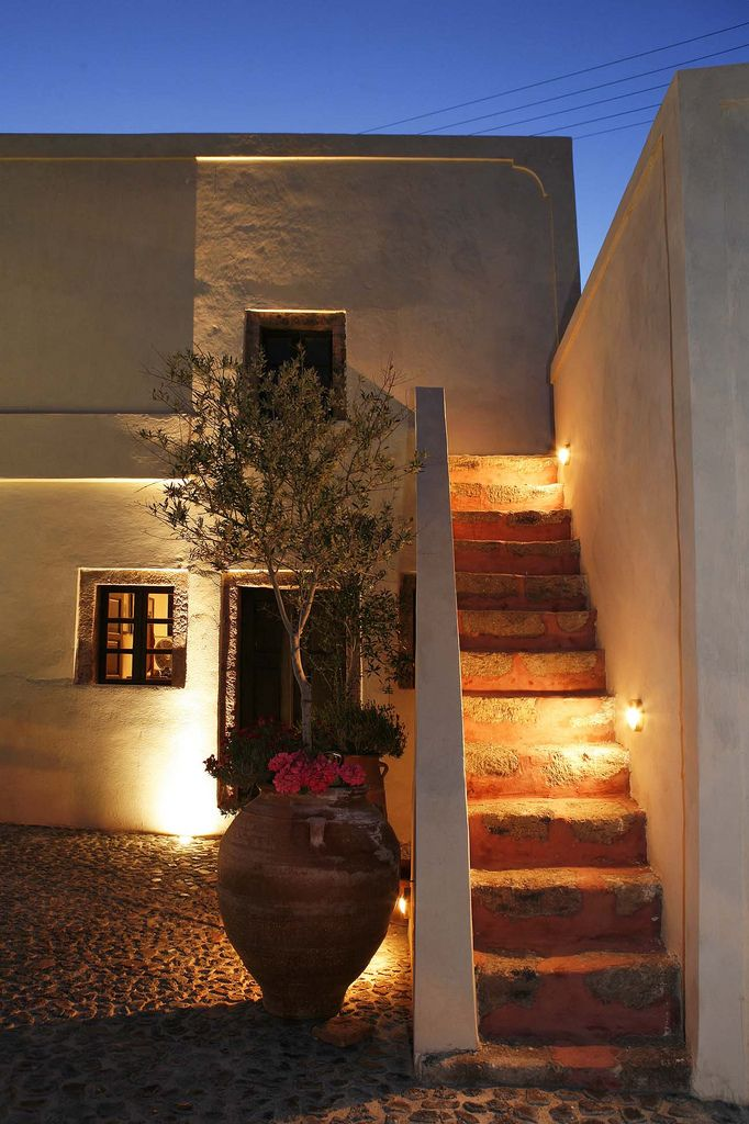 https://flic.kr/p/7srYXx | Villas and Mansions of santorini Island | Villas and Mansions of Santorini Island is a selection of Villas and Mansions with private pool situated in the picturesque village of Megalochori. Sensitively restored to blend the aesthetics of the old homes , they offer privacy, spacious accommodation, comfort and luxury.