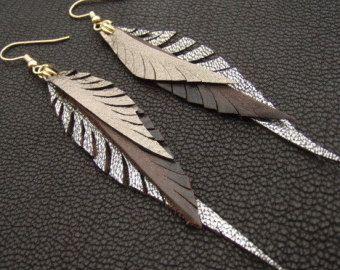 Boucles de plumes métalliques en cuir brun, argent et or