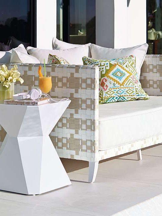 Perfectly blend classic and contemporary style while relaxing in plush comfort on the Henley Daybed; a stylish and masterfully crafted piece designed to weather the elements.: Classic Patterns, Outdoor Seats, Backyard Furniture, Outdoor Furniture, Frontgat Gorgeousbut, Beautiful Outdoor, Blend Classic, Henley Daybeds, Contemporary Style