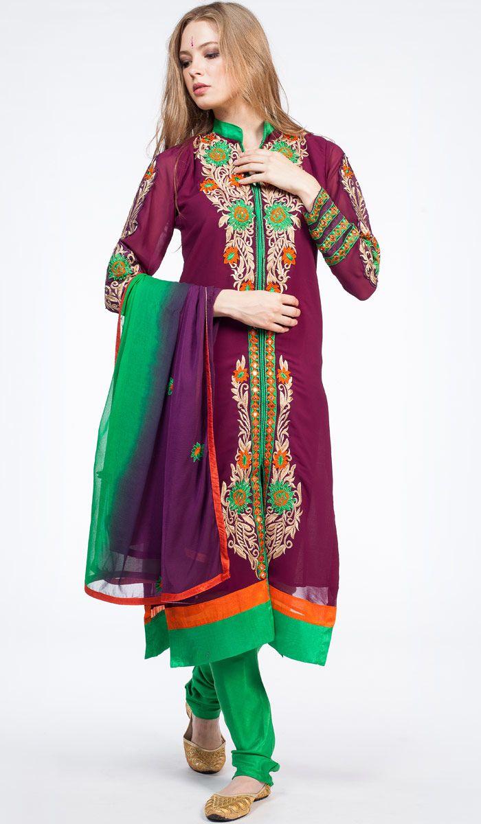 Индийское панджаби с ручной вышивкой. В комплект входит дупатта и штанишки.Традиционная этническая одежда. India clothes panjabi. 18400 рублей http://indiastyle.ru/products/indijskoe-pandzhabi-satyavati