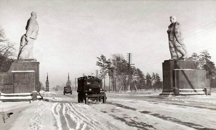 На въезде в Москву, 1947: