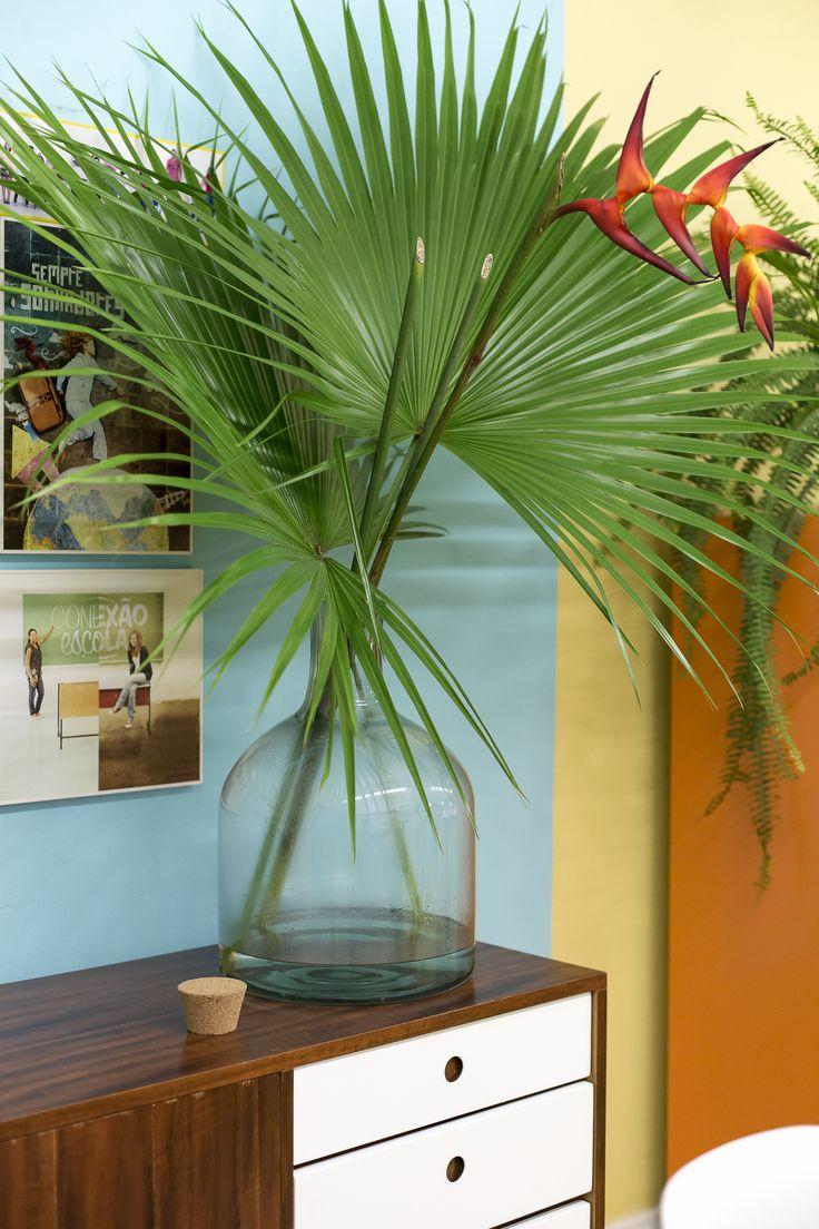 Decoração com Heliconia e folha de palmeir                                                                                                                                                                                 Mais