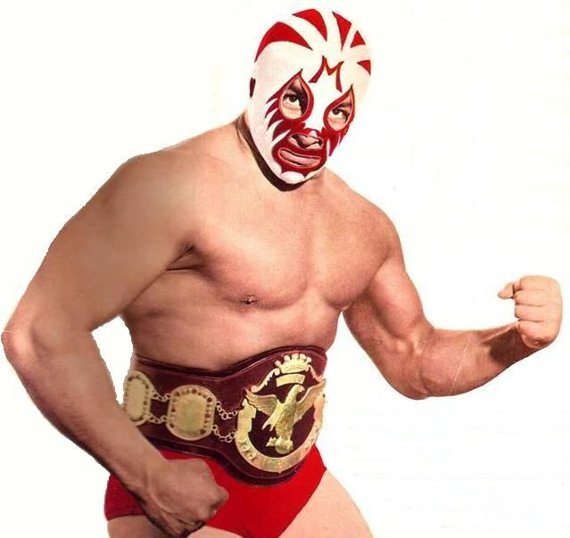 a view on the popularity of wrestling The popularity of the wrestling mask has led to grumbling by some veteran wrestlers who owe their career to their mask they fear that the mask has been debased, that there is no mystery left anymore.