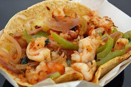 Hoy te vamos a compartir la deliciosa y sencilla receta de los famosos Tacos Gobernador.  Ingredientes: 1/2 cebolla 1/2 barrita  ...
