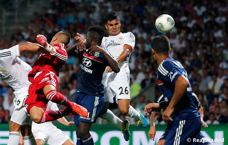 Casemiro scoring the equalizing header for Real Madrid in 2-2 draw against Lyon