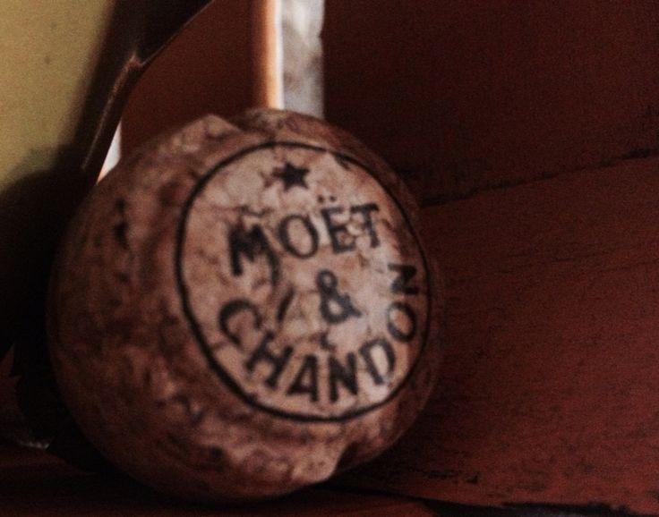 """Restos de fiesta """"Moët y Chandon"""