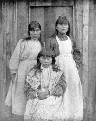 Yahgan women (Christians)