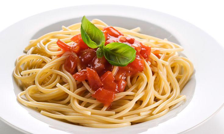 Spaghetti Squash vs Pasta   Dieta a basso contenuto di carboidrati. Idee alimentari. Mangiare sano