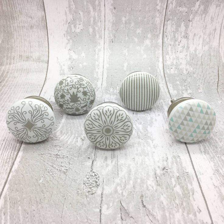 Are you interested in our grey ceramic door handles? With our grey porcelain door knobs you need look no further.