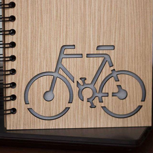 Diseños personalizados #Maderitos  Relájate y agarra la #bici  #bicicletas #bici #libretaspersonalizadas