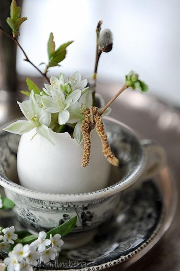 White and green, flower arrangement, vases, home inspiration