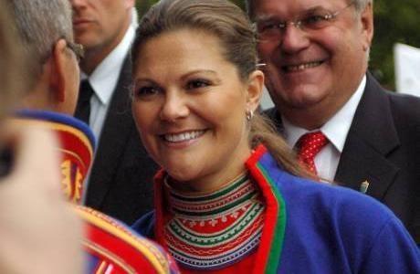Kronprinsessan i sydsamisk gapta. The Swedish Crown Princess in a traditional South Sami costume