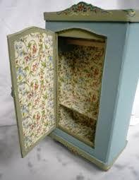 mobili in miniatura antichi -piccolo armadio laccato