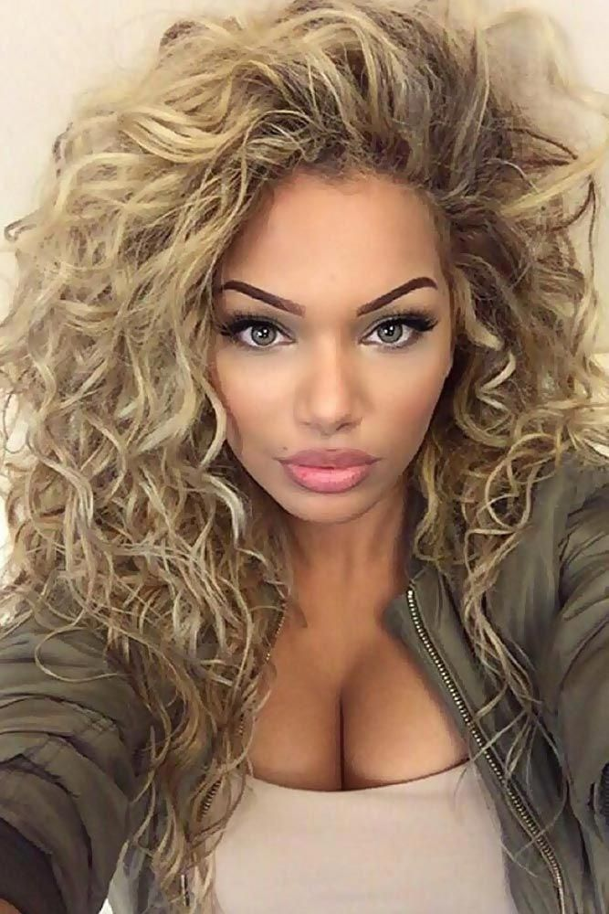 White Women Typically Will Have A Bright Hair Color Blonde Is One Of The Dominant Colors In Whi Curly Hair Styles Long Hair Styles Curly Hair Styles Naturally