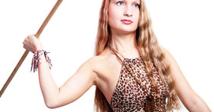 """Como fazer uma fantasia de Jane Porter, mulher do Tarzan. Caso você seja convidado para uma festa com o tema """"selva"""" ou uma festa a fantasia, uma roupa de Jane Porter, a mulher do Tarzan, fará sucesso. Ela é sexy e não possui maneiras civilizadas como outros personagens. Divirta-se em sua próxima festa como uma mulher selvagem e não deixe ninguém lhe dizer como se """"comportar""""."""