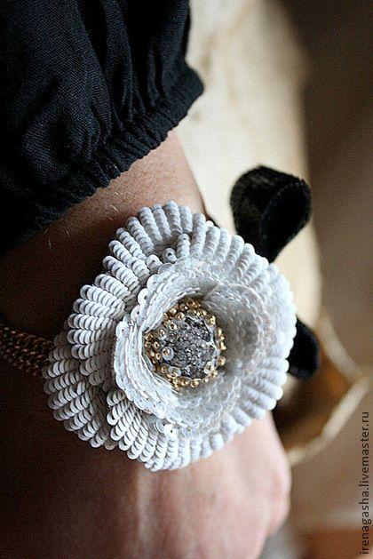 Браслет R13010 - чёрно-белый,золотистый,браслет,цветок,бантик,вышивка ручная