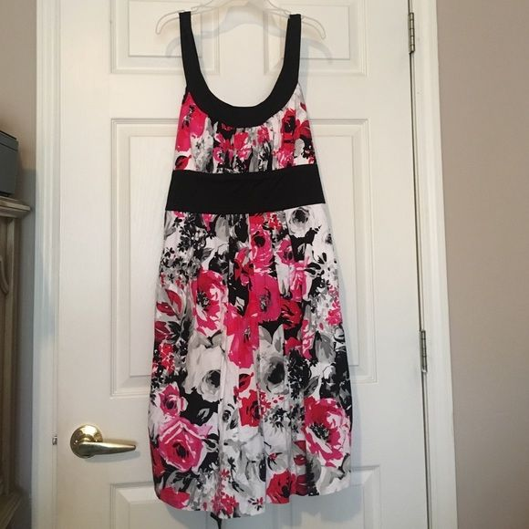 Adorable Summer Dress Soooo cute, never ever worn! It's super comfortable material & looks much better on then on the hanger! Adorable for summer weddings or BBQs! Dress Barn Dresses