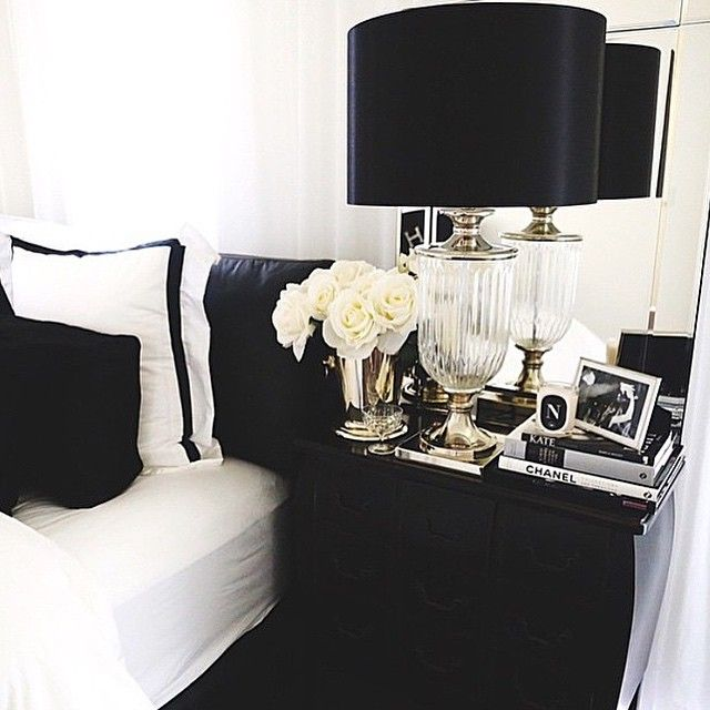 Black and white bedding with white roses #bedding #lamp #headstand