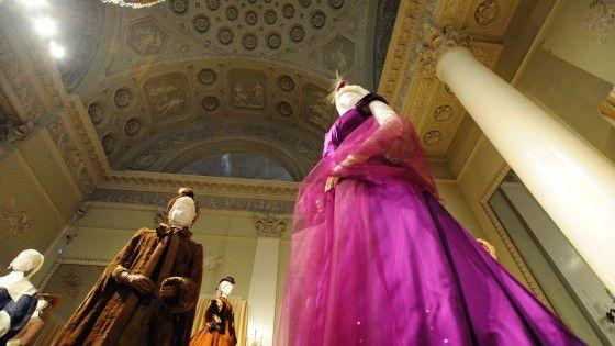 A Palazzo Pitti esposti gli abiti del costumista fiorentino, Oscar alla carriera, disegnati per stelle come Maria Callas e Romy  Schneider