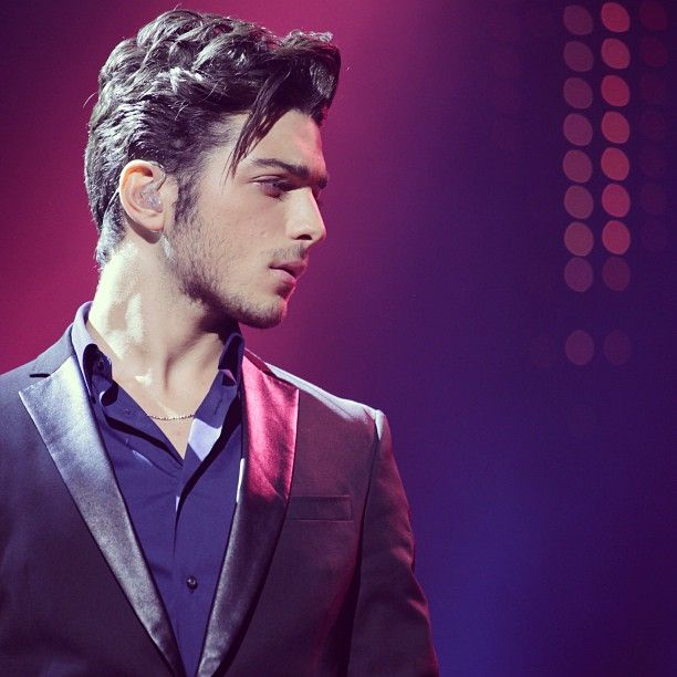 Now this is a fantastic picture of Gianluca Ginoble...........so intense