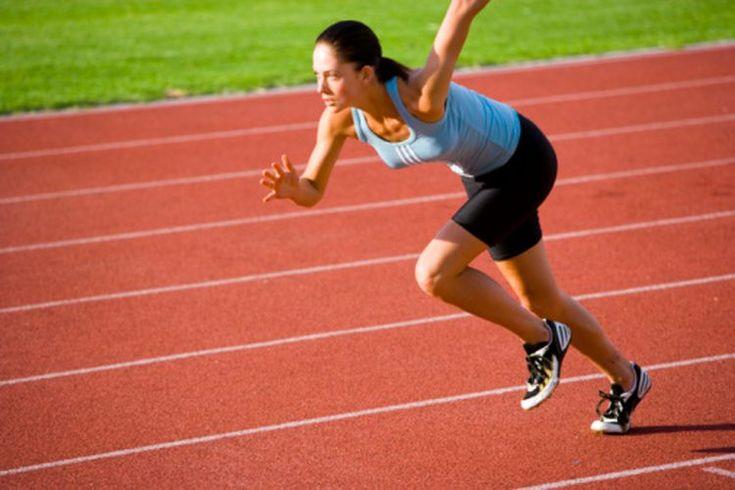 Entrenamiento por intervalos contra ejercicio cardiovascular para quemar grasa del vientre. Tradicionalmente, el cardio continuo de intensidad moderada, como caminar, correr, andar en bicicleta y nadar, se consideraba como la manera más efectiva de adelgazar. Sin embargo el entrenamiento a ...
