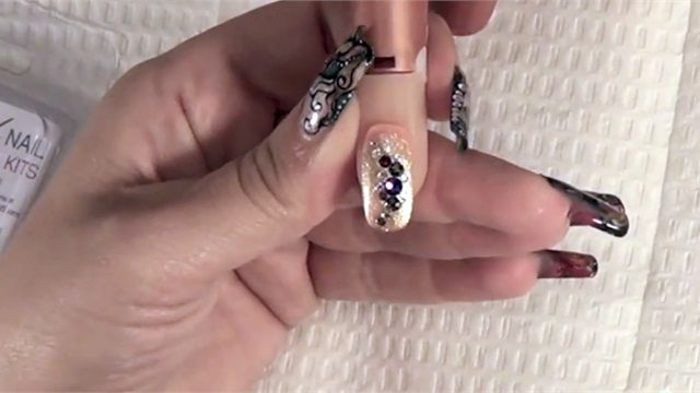 Luxio Crystal Nail Design Kit Application
