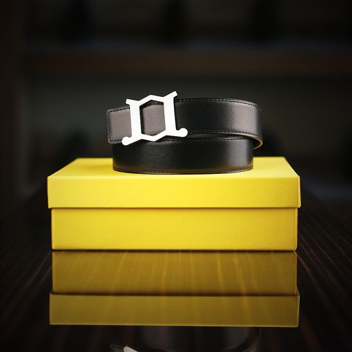 A 32mm width casual, reversible belt by John Lobb, with a horizontal brushed finish on the buckle face which emphasises the JL shape. The perfect accessory for the less formal footwear.