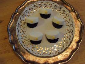 Jag har gjort studentmössor av godis som passar till att dekorera tårtor eller bara att ha som dom är. Fick tipset av en jobbarkompis.Det v...