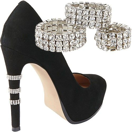 Tem festa e não tem sapato? Brilho nos saltos, com anéis de elástico.