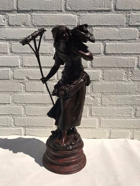 "Auguste Moreau (1834-1917) - brons gepatineerd zamak beeld ""Faneuse"" - Frankrijk - eind 19e eeuw - Catawiki"