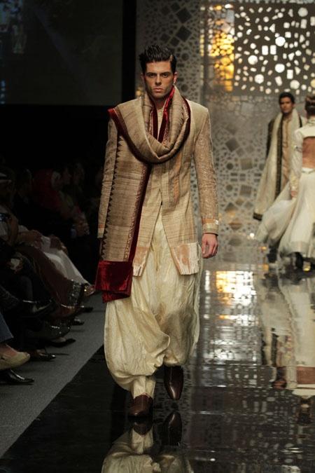 Manish Malhotra in Lakme Fashion Week 2011