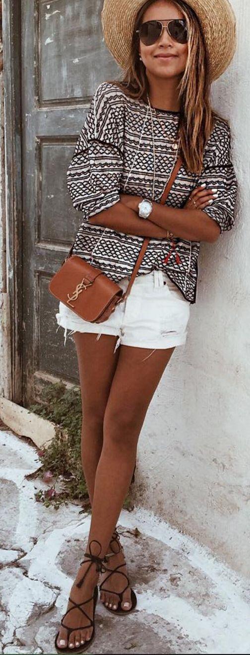Printed top, white shorts