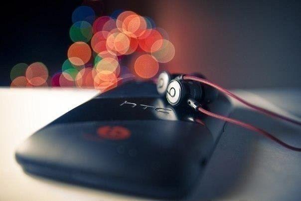 Прослушаешь сотни песен, но запомнится лишь та, смысл которой совпадает с определенным этапом твоей жизни.