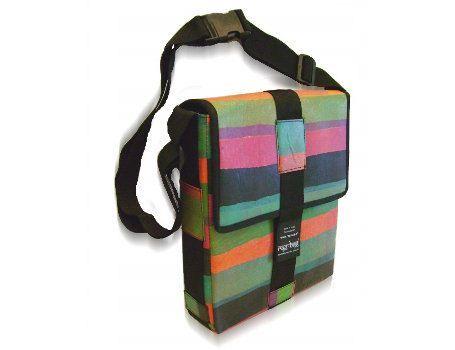 Alles wordt gemaakt met respect voor mens en milieu. Ragbag is een merk voor recycled, eerlijke en modieuze tassen en accessoires gemaakt op verschillende plekken in India. Ragbags zijn gemaakt van gerecyclede plastic zakjes, grote theezakken en gerecycled katoen.