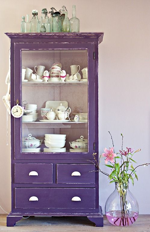 If your apartment doesn't have a pantry- this is a great way to store more dishes. Love the antique and bold color of this one!