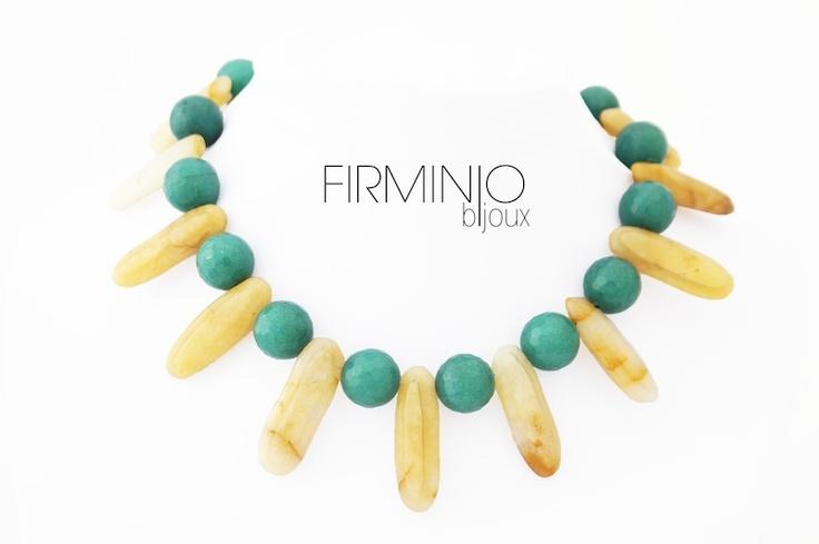 #Girocollo in #perle di #agata verdi e spicchi di agata ocra, con gancio in #argento 925. #Necklace in green #agate #beads and ocher #agate slices, with 925 #silver hook.