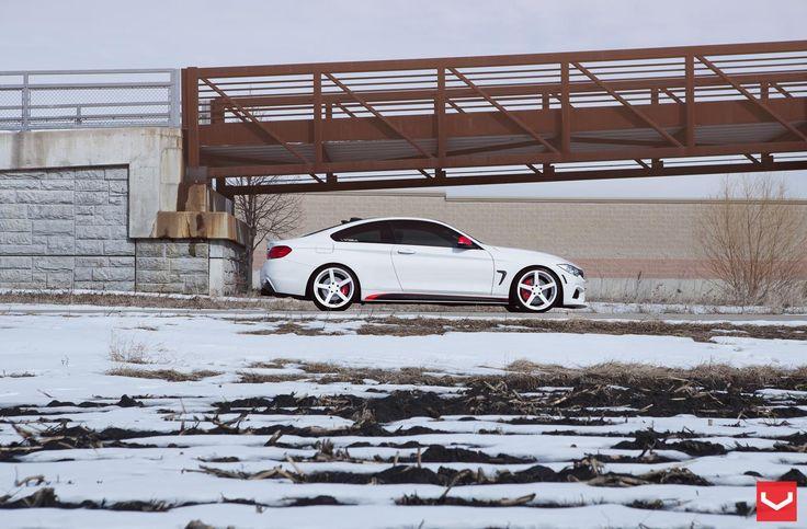 Winterreifen 2017: Der BMW 4 Series trägt die CV3 Alufelgen von Vossen auch im Winter bei Schnee mit Stolz.