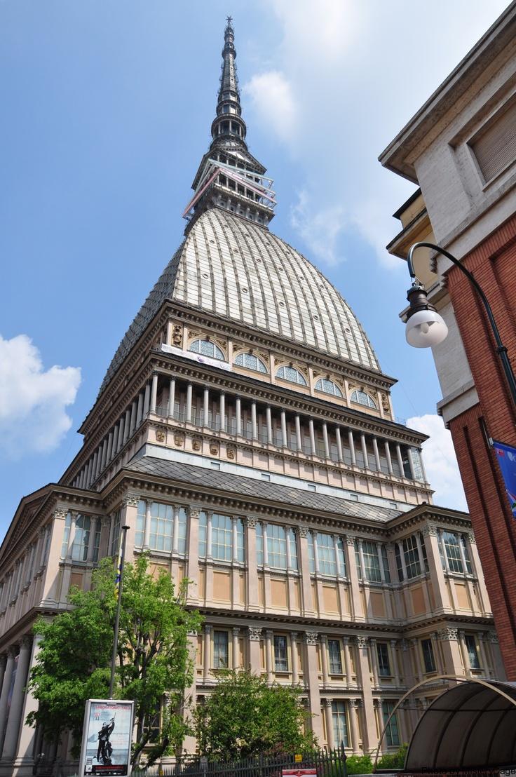 La Mole Antoneliana, a landmark building in Torino.  Originally conceived as a synagogue it now houses the Museo Nazionale de Cinema.  Torino, ITALY.