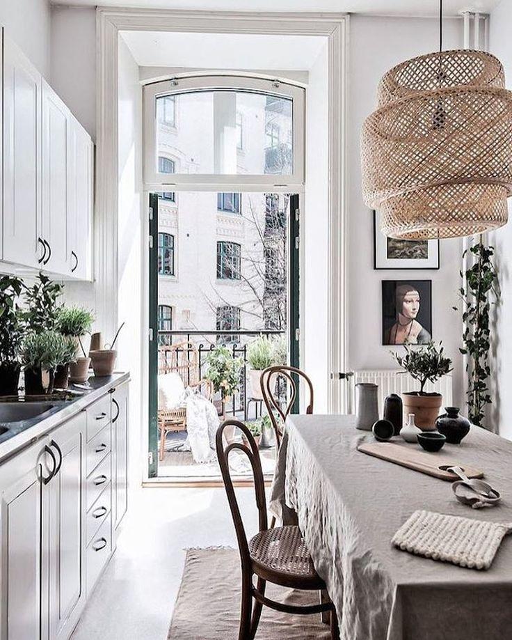 Lovely small Swedish pad on the blog today.  Alan Cordic stylingschön für fiese kleinen Küchen  @styledbyemmahos for @bjurfors_goteborg #kitchen #swedishhome #smallspace