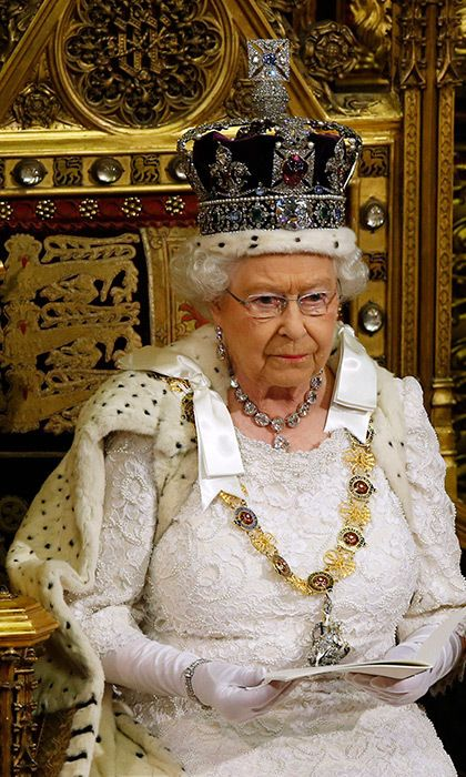 Queen Elizabeth dons Imperial State Crown for Parliament ...